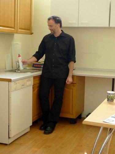 Ханси Кюрш моет посуду?